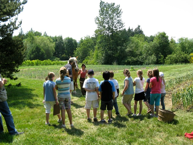 Betsey discusses farming techniques with Bill Covert's 4th graders from Wilkes Elementary School.